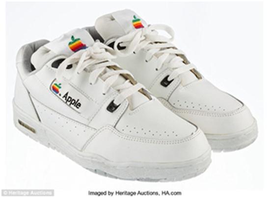 苹果运动鞋在eBay开卖,起拍价够买一辆车