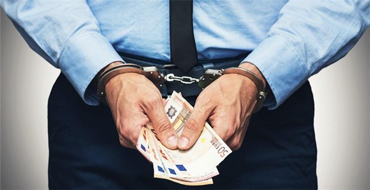 """美国亚马逊卖家利用""""包裹保险计划""""(PIP)巨额诈骗被捕"""